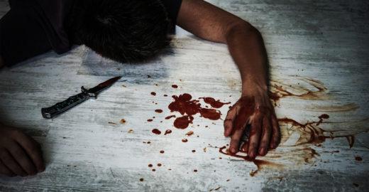 Padrasto flagra enteada sendo estuprada pelo pai e é esfaqueado