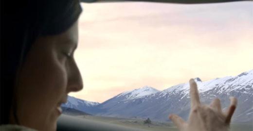 Com janela inteligente, passageiros cegos 'sentem' paisagem