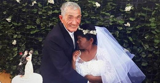 Há 20 anos, homem leva mulher que ama em um carrinho de mão