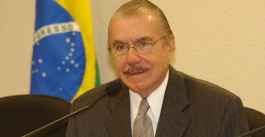 Sarney diz que Bolsonaro está apostando no 'caos'