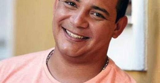 Juninho Thybau comanda a roda 'Na Porta de Casa' no Irajá