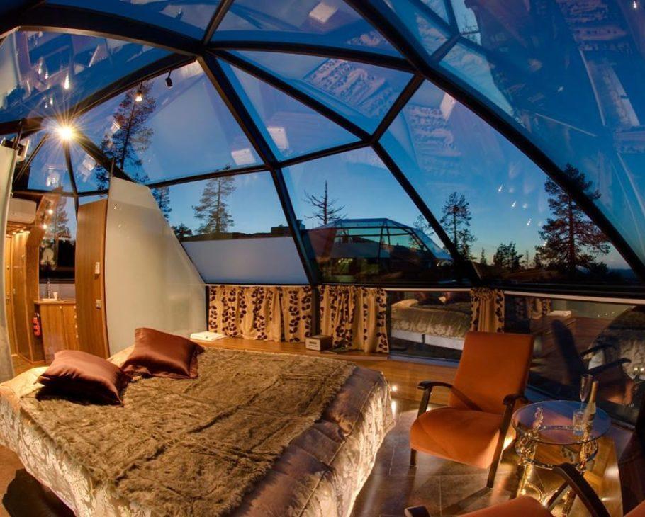 Iglus de vidro do Kakslauttanen Arctic Resort, na Finlândia, permitem observar aurora boreal no conforto da cama