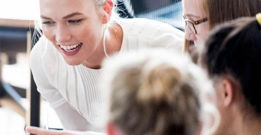 Top Karlie Kloss expande sua escola de codificação para meninas