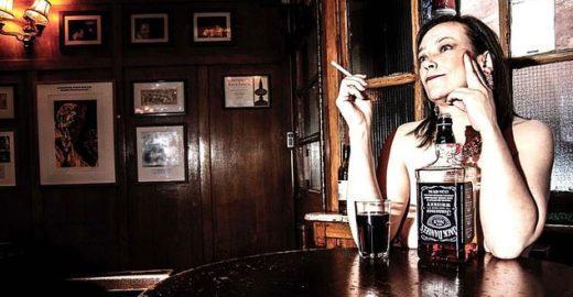 Londres tem pub onde clientes podem beber completamente pelados
