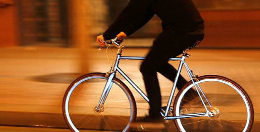 Bicicleta utiliza 'olhos de gato' para evitar acidentes