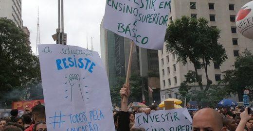 Manifestação pró-Bolsonaro passam atos à favor da Educação na web