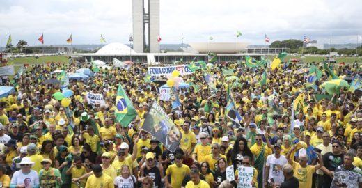 Movimentos fazem atos pró-Bolsonaro neste domingo