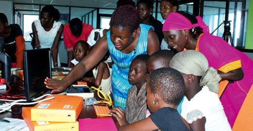 Senegalesa quer ensinar programação a 1 milhão de garotas