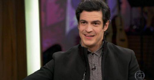 Mateus Solano lembra beijo gay e diz: