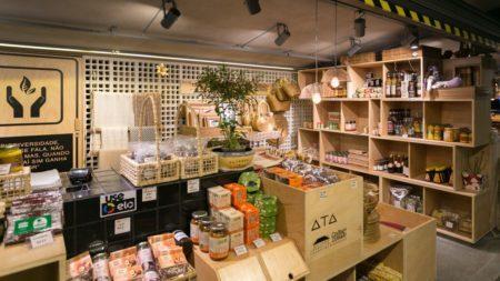 O Mercado de Pinheiros abriga quatro lojas do Instituto Atá, com produtos provenientes dos cinco biomas brasileiros: Amazônia, Mata Atlântica, Pampas, Cerrado e Caatinga