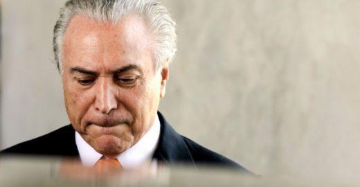 Após determinação da Justiça, Temer se entrega à PF em São Paulo