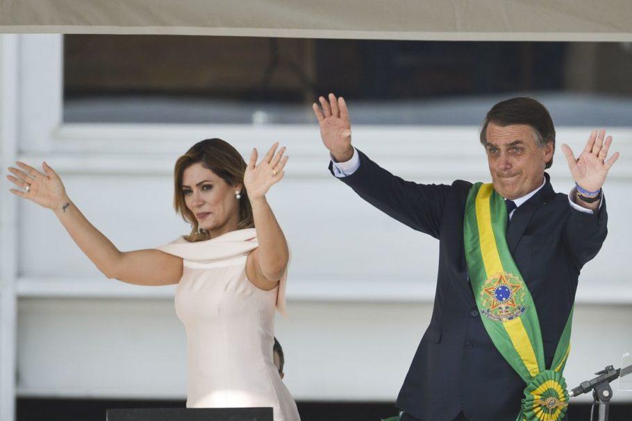 A primeira-dama Michelle Bolsonaro e o presidente Jair Bolsonaro durante cerimônia de transmissão da Faixa Presidencial, no Palácio do Planalto