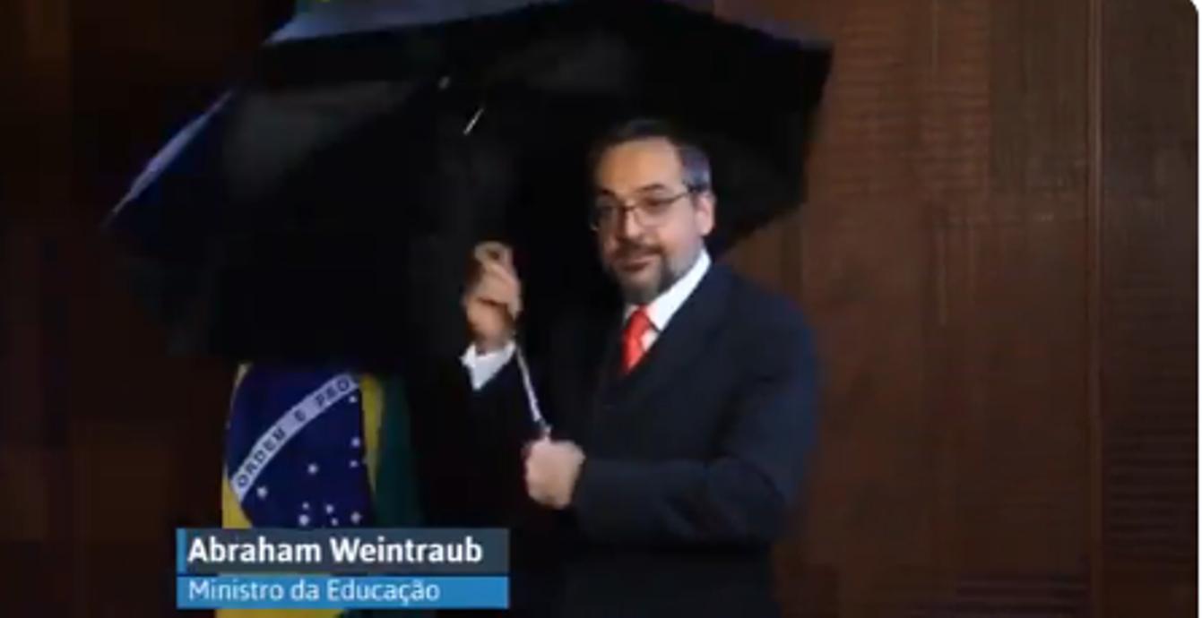 Resultado de imagem para ministro da educacao e o guarda chuva