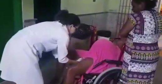 Médico filma mulher parindo em cadeira de hospital e gera revolta