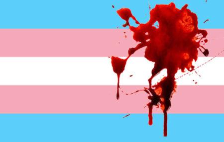 bandeira trans com sangue