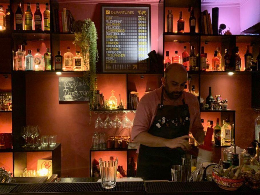 Luciano, proprietario do Mundi Bar, em são Paulo