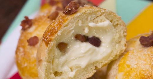 Aprenda a fazer pão de batata com bacon irresistível