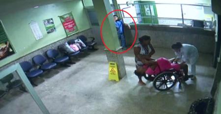 Homem filma mulher dando à luz e não faz nada para ajudar