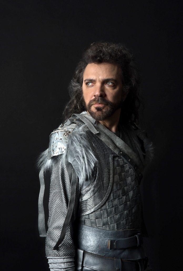 Paulinho Moska é o Rei Arthur, no espetáculo