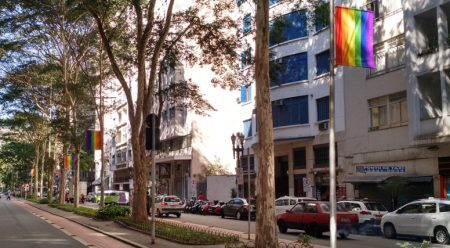 Petição pede que bandeiras LGBT sejam permanentes no centro de SP