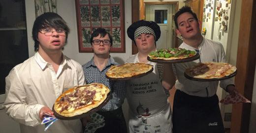 Desempregados, quatro amigos com síndrome de Down abrem pizzaria