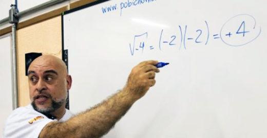 Professor vira 'youtuber' e quebra barreira na escola pública