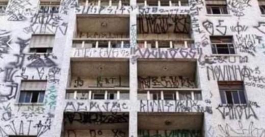 Fake News usa prédio pichado em SP para atacar universidades