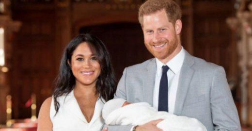 Príncipe Harry e Meghan Markle mostram primeiras fotos do filho