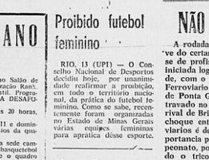 trecho de jornal com decreto que proibiu as mulheres de jogar futebol