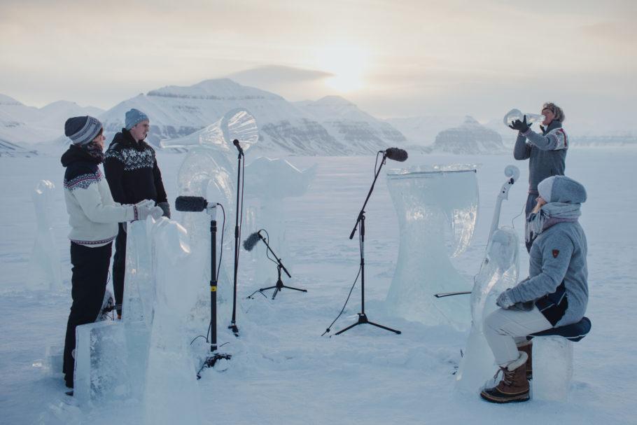Ação em meio ao Oceano Ártico usa instrumentos esculpidos com gelo