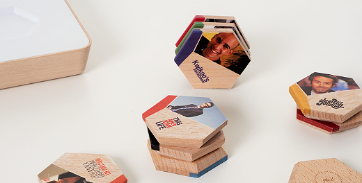 Blocos de madeira transferem conteúdo digital
