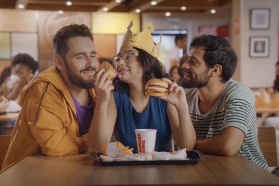 O poliamor é uma das questões sociais tratadas pela rede Burger King em suas campanhas