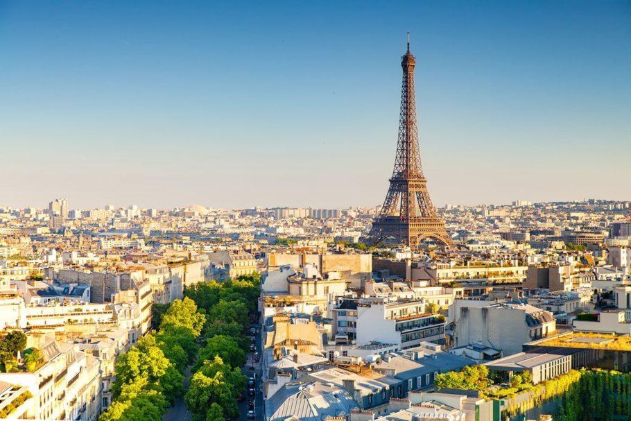 França estende quarentena até 11 de maio e mantém fronteiras fechadas para não europeus