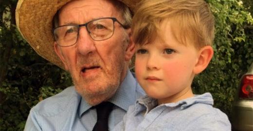 Menino de 4 anos faz amizade com idoso de 91 que tem demência