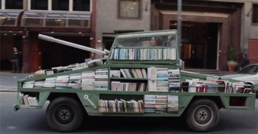 Um tanque de guerra que dispara conhecimento