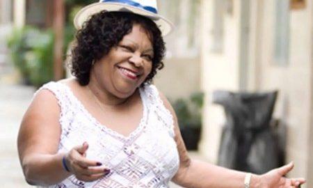 Tia Surica faz pré lançamento de CD e grava DVD em show gratuito