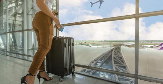 Truque permite comprar passagens aéreas baratas; empresas odeiam