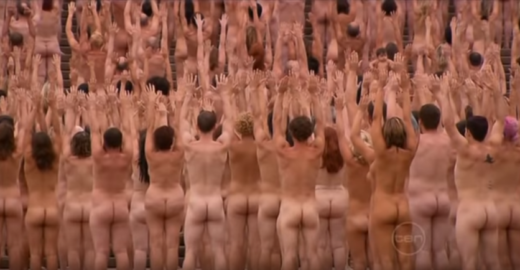 Foto mentirosa de nudez é usada pelas milícias contra estudantes