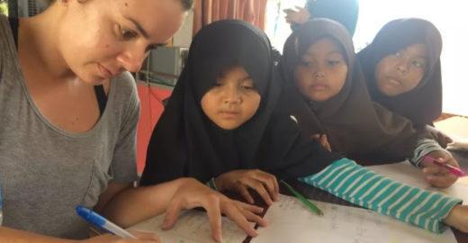 Brasileira tira sabático e faz trabalho voluntário na Tailândia