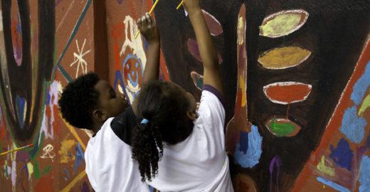 Escola pública em SP tem dia lúdico em homenagem a Mandela