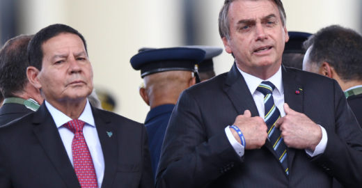 Bolsonaro diz que vai corrigir tabela do IR; equipe diverge