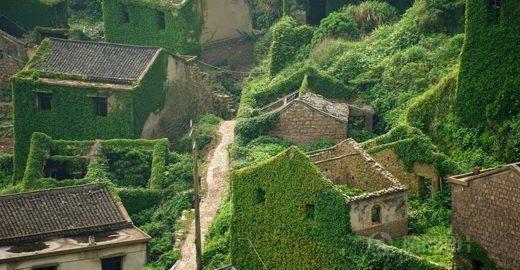 Vilarejo abandonado é 'engolido' pela natureza na China