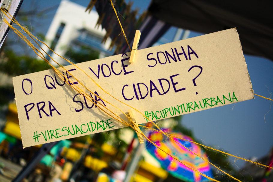 """placa na virada sustentável com a frase: """"o que você sonha pra sua cidade?"""""""