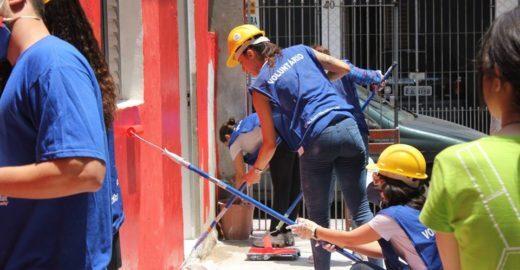 ONG mobiliza voluntários para atuar em comunidades carentes