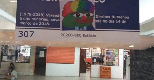 Meme da extrema-direita dos EUA surge em faculdades brasileiras