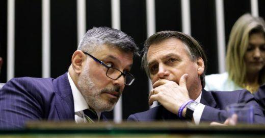 Frota se diz 'decepcionado' com Bolsonaro e chama Olavo de 'charlatão'