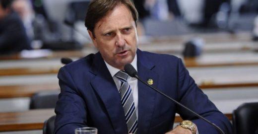 Justiça autoriza senador em prisão domiciliar a tirar férias no Caribe