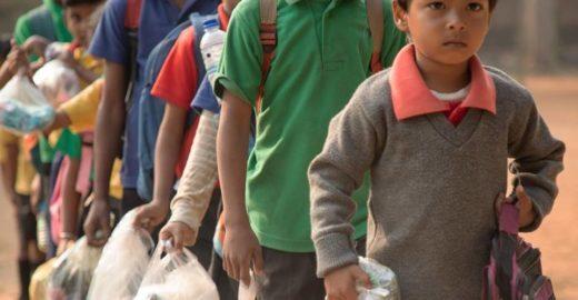 Escola na Índia aceita plástico como pagamento de mensalidade