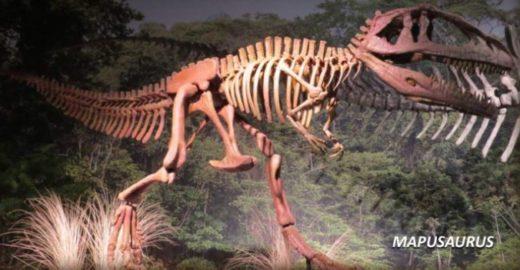 Dinossauros de 14 metros invadem as férias da criançada