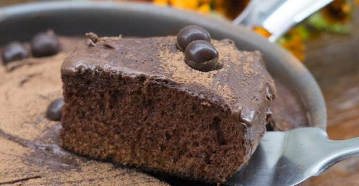 Bolo de chocolate na panela: é possível e gostoso